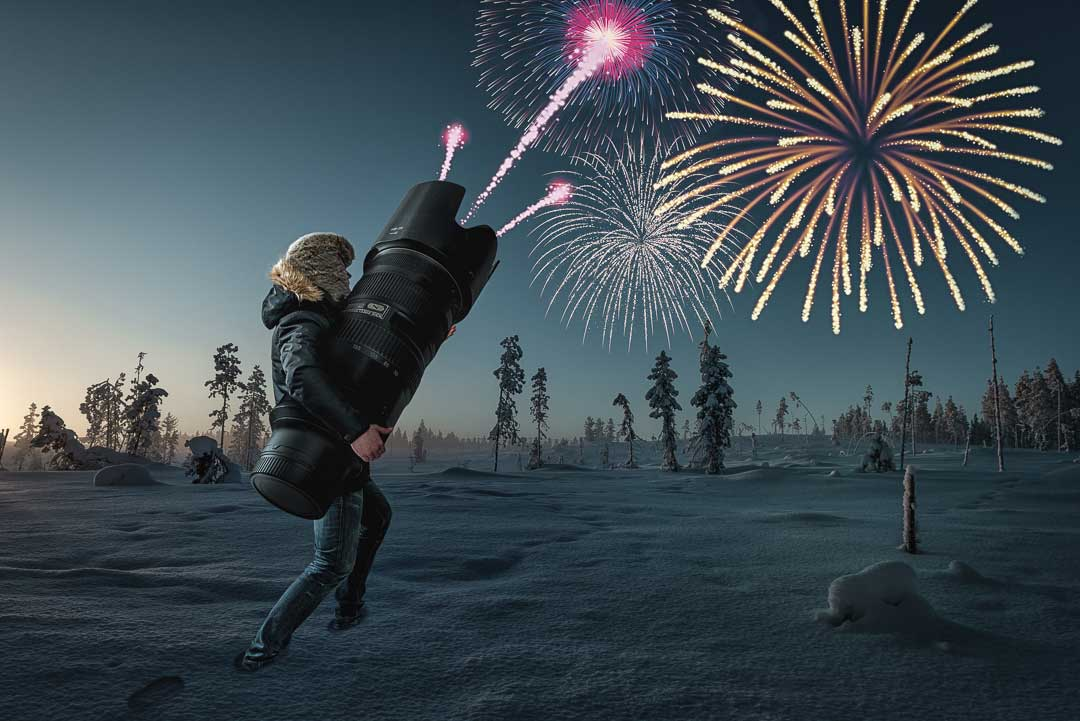 Mainoskuva, jossa mies ampuu objektiivistä ilotulitusraketteja talvisessa maisemassa.
