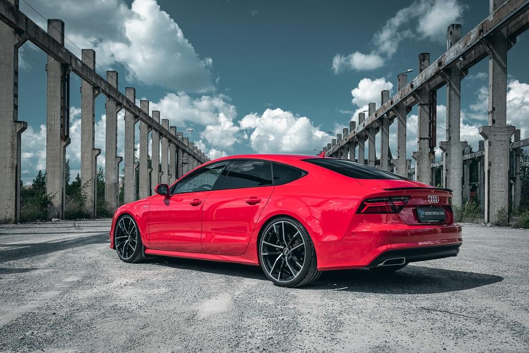 Audi A7 tehdasmiljöössä.